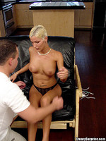 alisha : Short haired blonde tranny getting some cock
