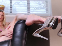 Mandy shows off her sexy feet for you! Jack off with her as she lets you worship her sexy feet!