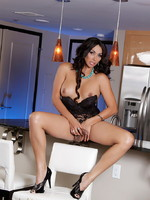 Stunning transsexual Vaniity stripping in kitchen