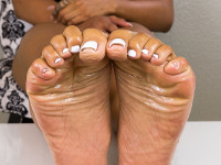 The amazingly sexy Joss Amor is back and oils up her sexy soles, which highlights her sexy wrinkled soles.