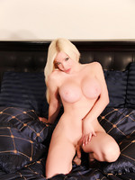 Spectacular Shemale in Free Webcam Show for her Members