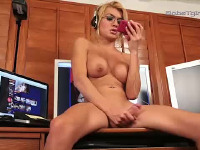 Rock hard Gianna cums in office