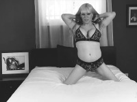 Watch the behind the scenes of Jesse playing with her massive cock in black and white beauty